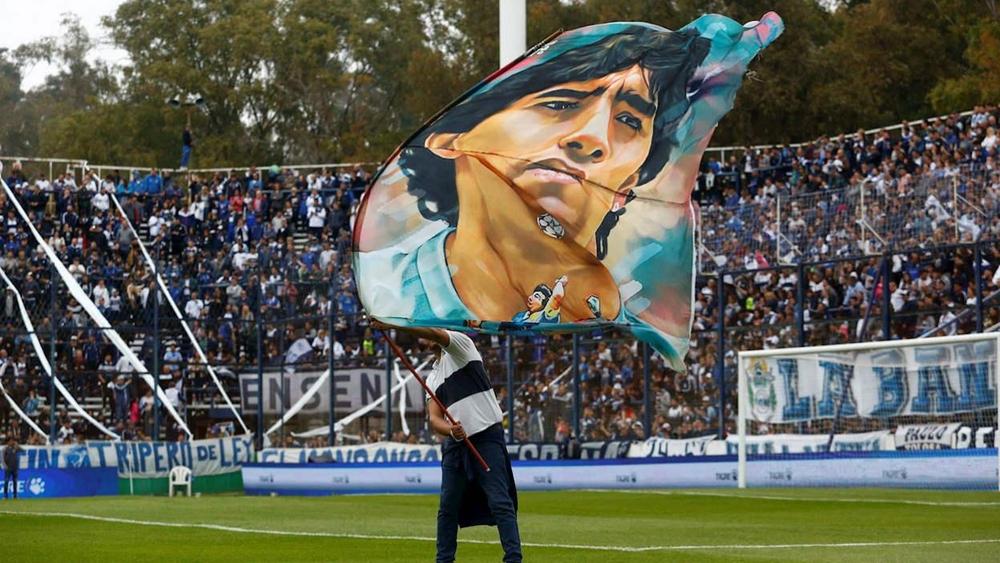 نتيجة بحث الصور عن استقبال أسطوري لمارادونا مع فريقه الجديد