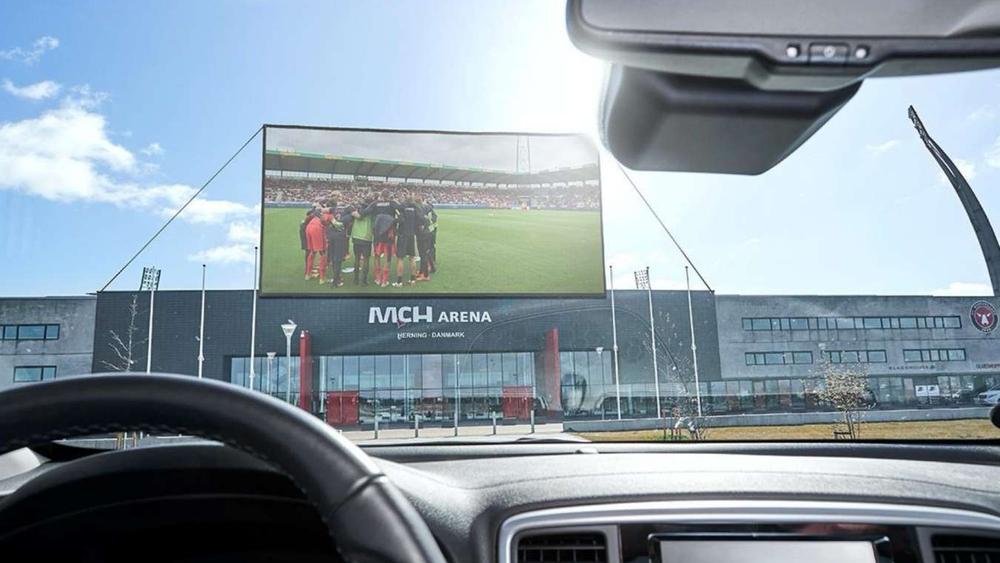 """""""سينما السيارات"""" تعيد الجماهير لمتابعة مباريات الدوري الدنماركي"""